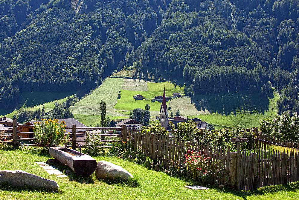 Ahrntal valley sun trail - Path St. Leonhard